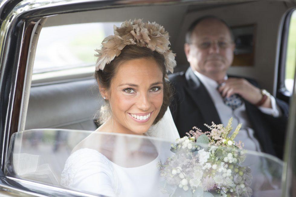 Repleta de magia, ilusión, estilo y detalles bonitos: Así fue la boda Blanca, nuestra seguidora cuya boda es la protagonista de hoy en el blog de Wedding Ideas.es¡Te contamos todos los detalles de su estilosa boda!