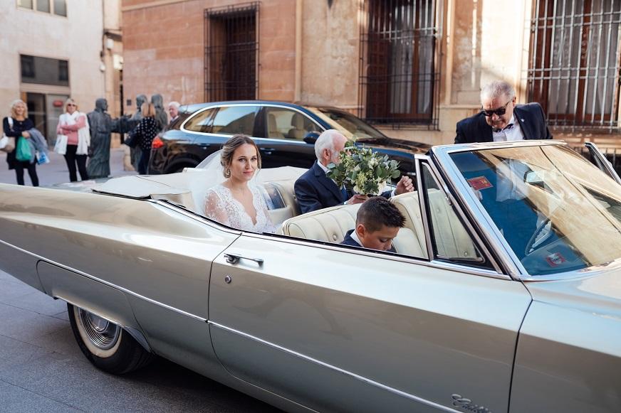 hoy os desvelamos en Wedding Ideas la boda de Ana y Enrique, amor a primera vista con su vestido de Rosa Clara y las fotos de Kiwo