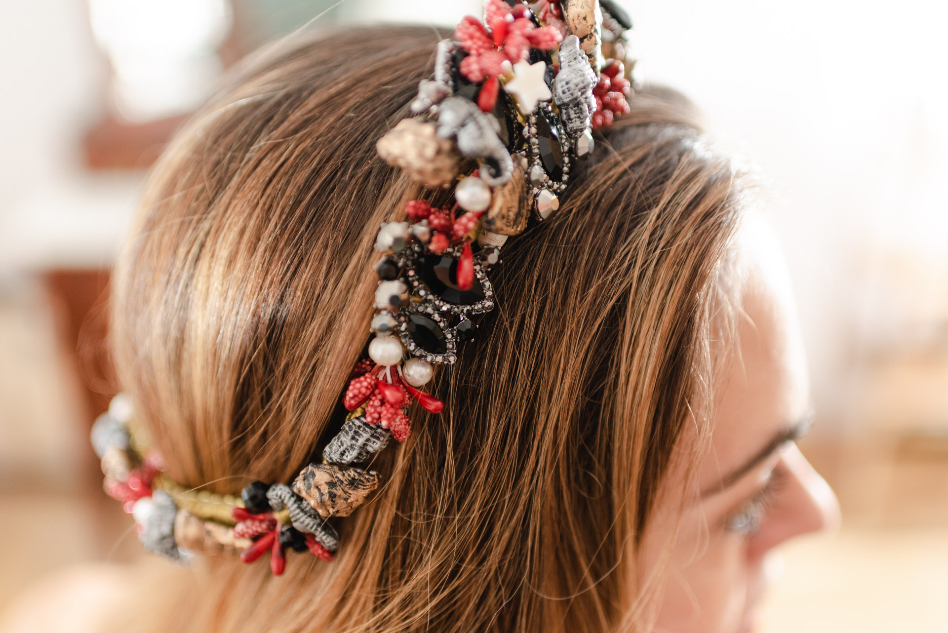 un día en el taller de los tocados de novia de la temporada, puntulina